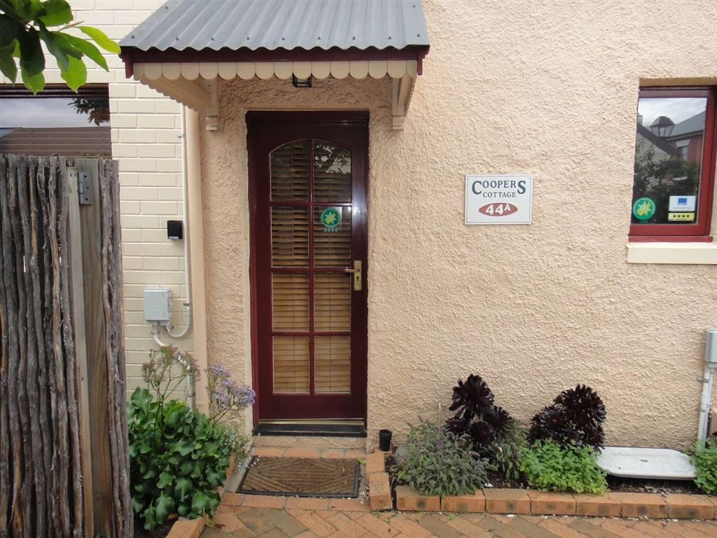Fully Furnished, Walking distance to town!