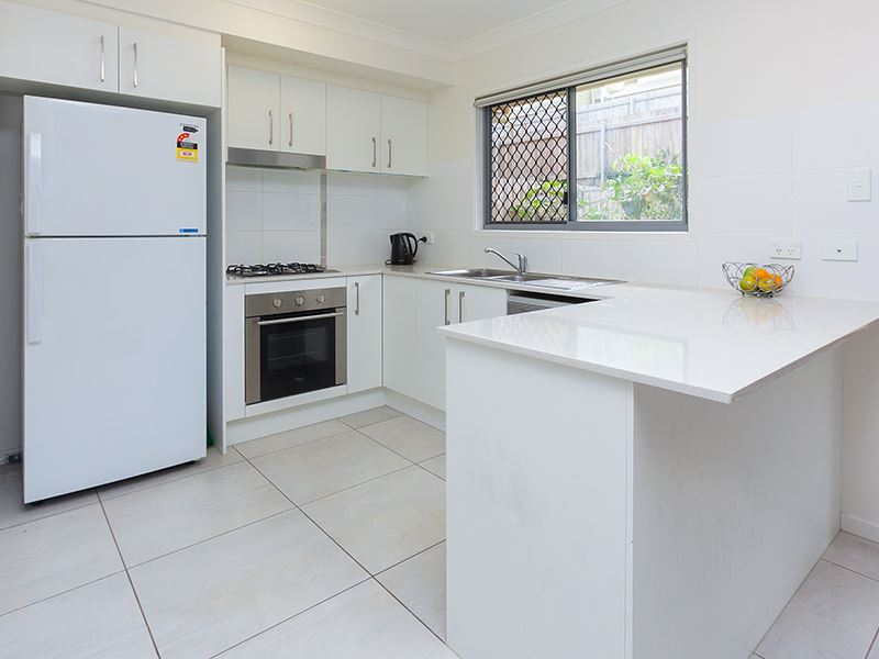 Near new townhouse, with 5.6% return