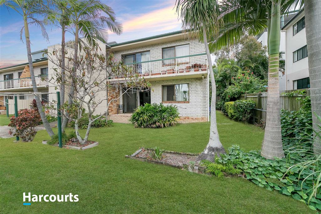 East of Oxley Ave, Ground floor unit!