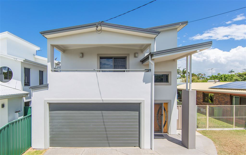 Quality Lifestyle Home - 500 Metres to Queens Beach