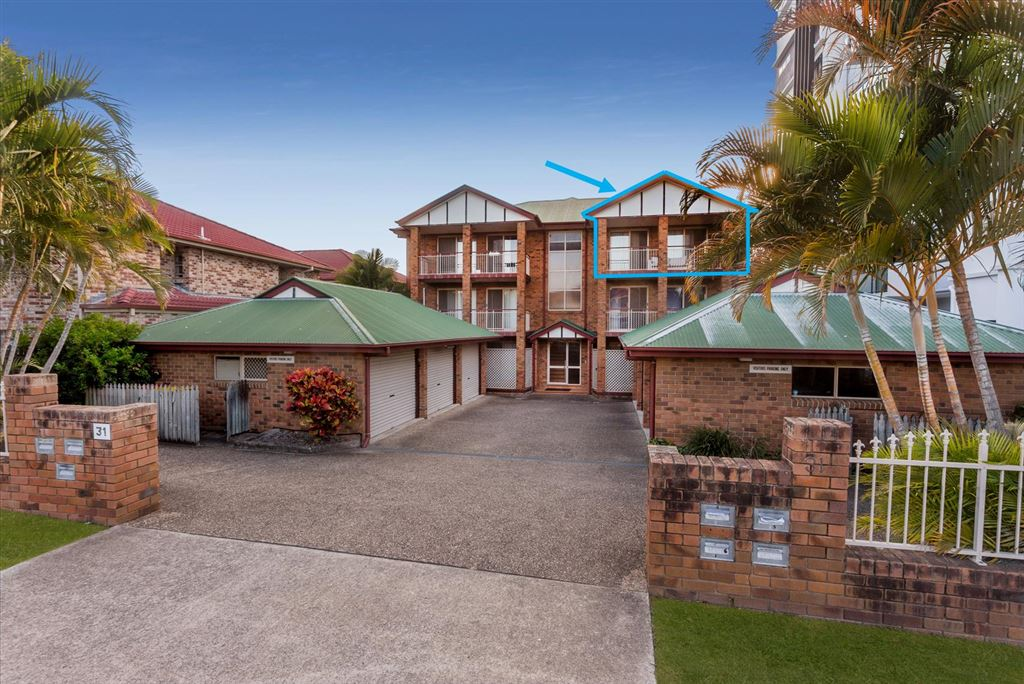 Chermside - Top Floor Unit - Huge Front and Rear Balconies
