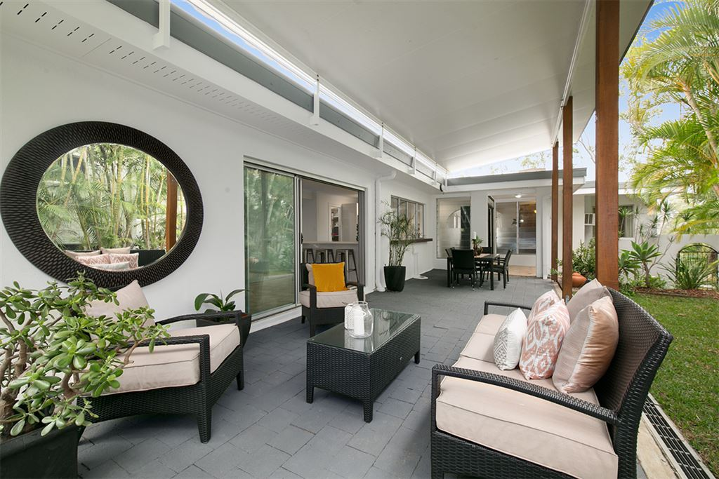Under Contract! Big and Beautiful on the Ashgrove border
