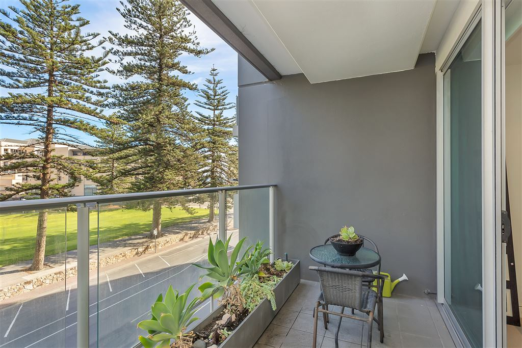 Perfect location, charming & very affordable !