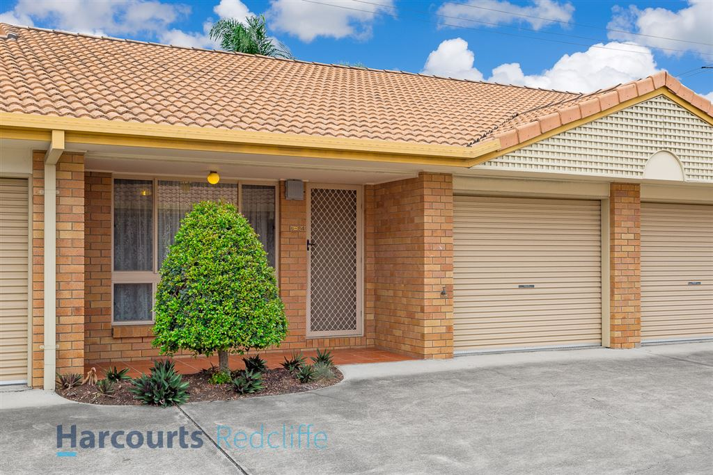 Large Unit, Private Courtyard, Ducted Aircon!
