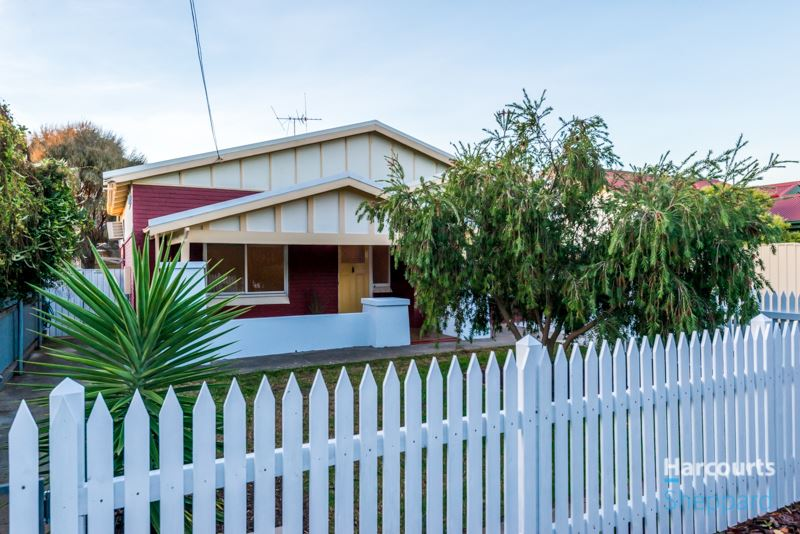 An Affordable Bungalow In Sought After City Fringe Locale
