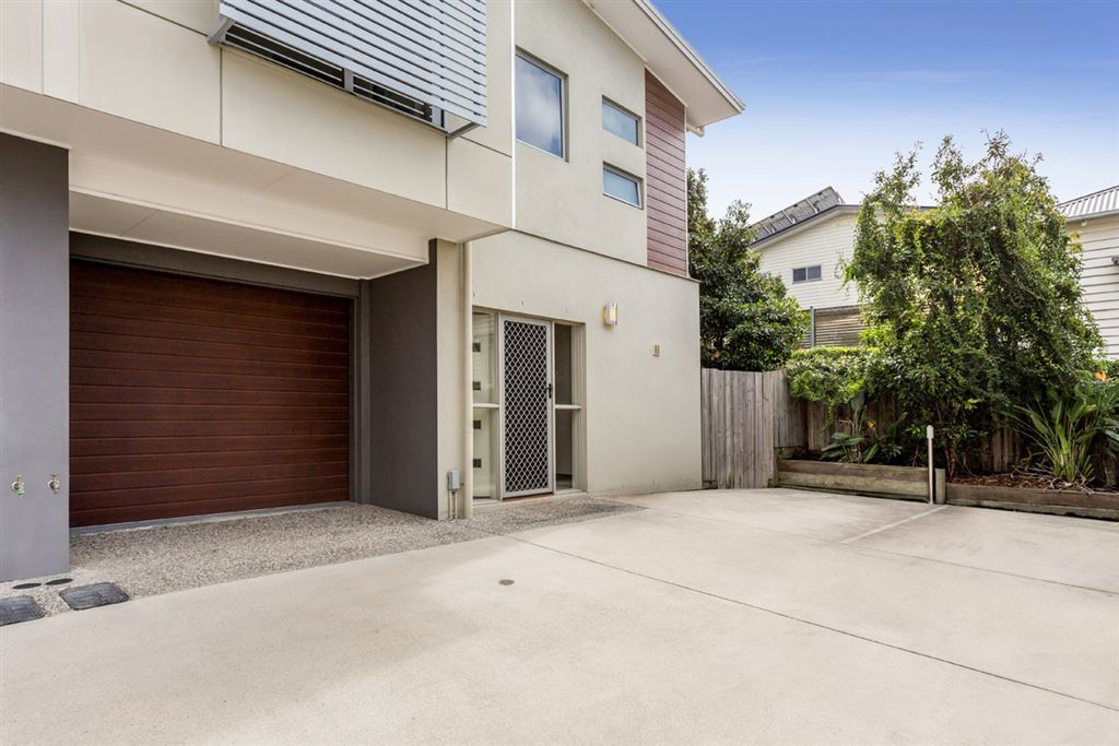 Stylish Townhouse with Convenience at Your Doorstep