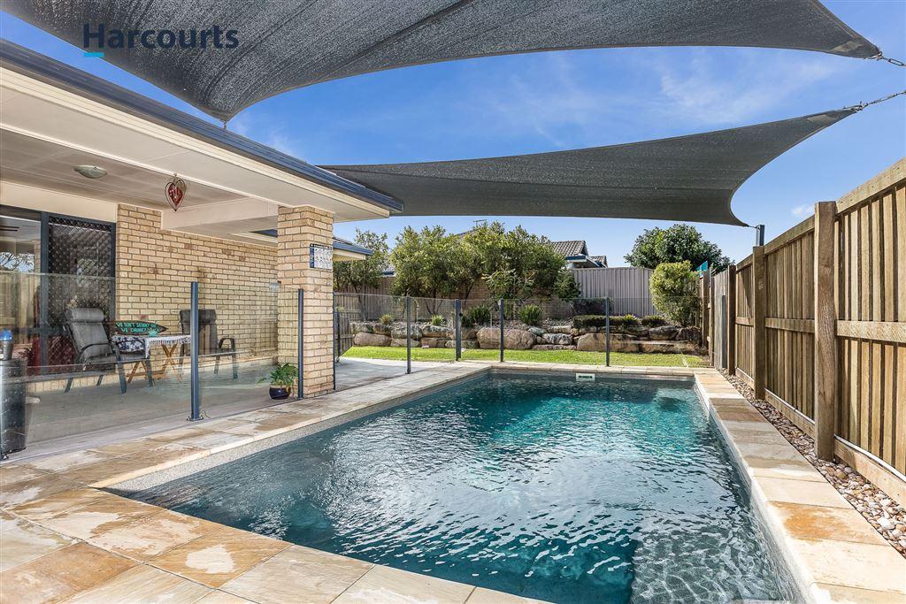 Huge Family Home, Plus Pool on 957sqm Block