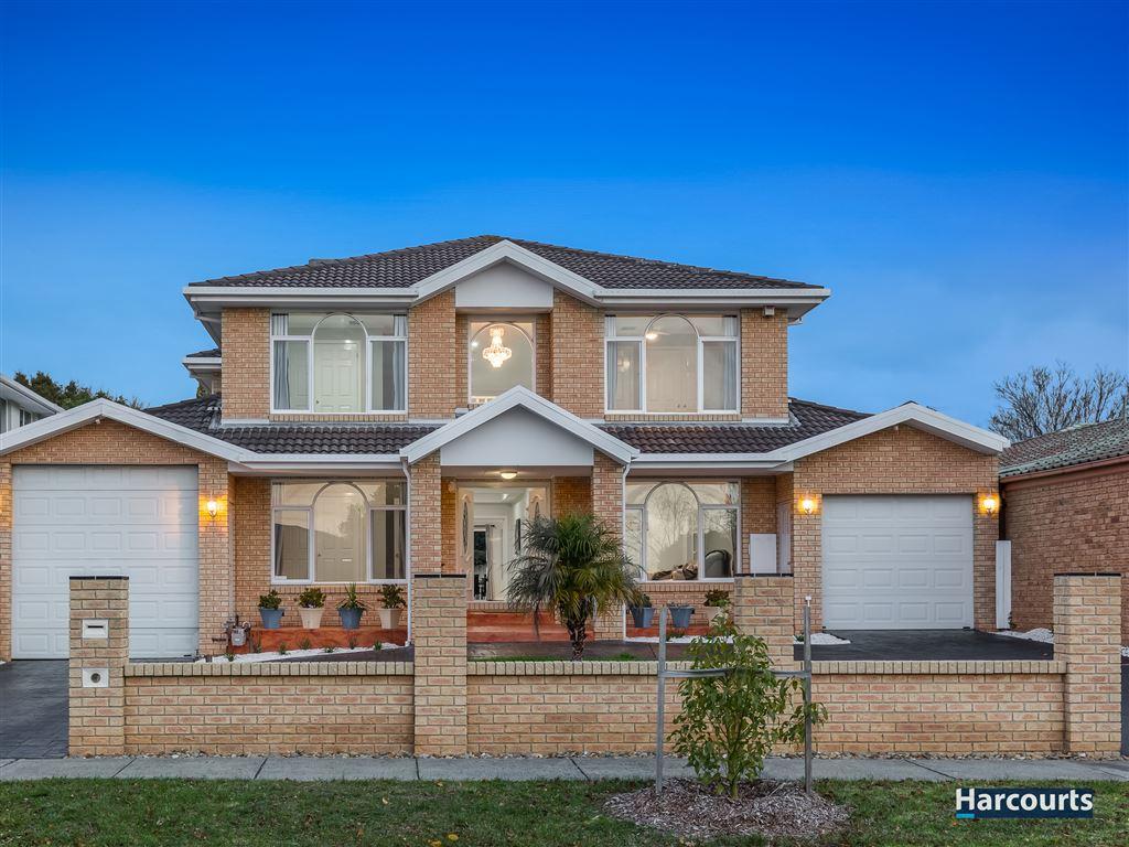 Impressive Family Residence - 5 Bedrooms