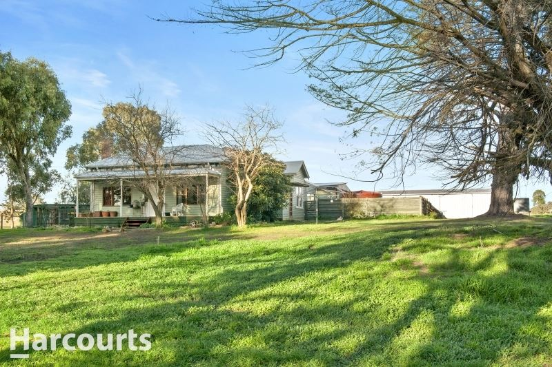 Lovely Country Home on approx. 5 acres