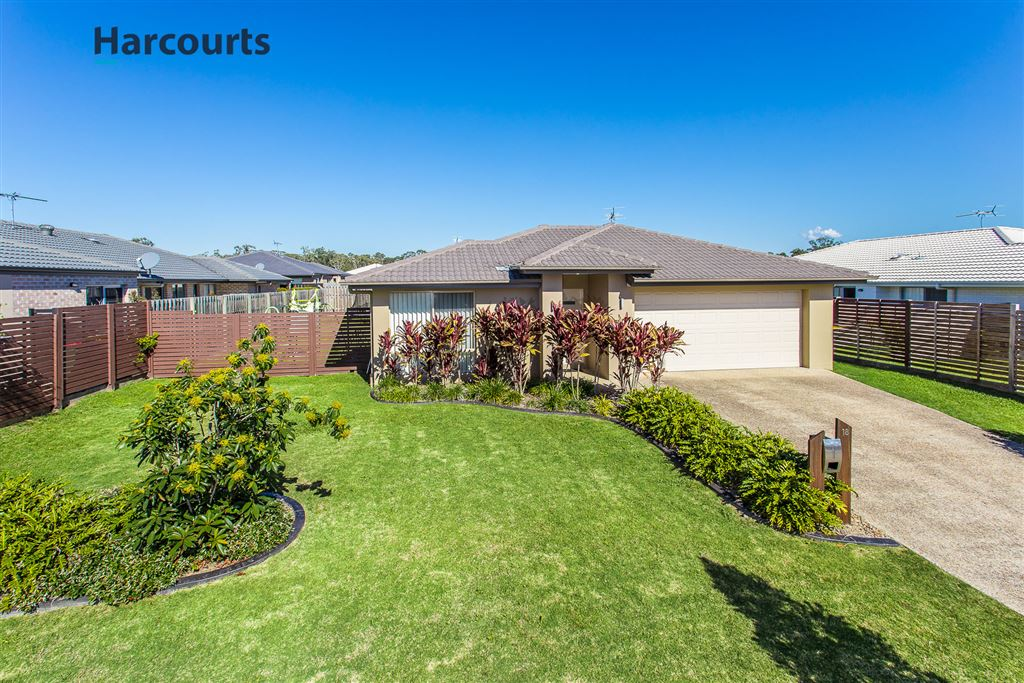 Stunning Family Home - 4 beds, 2 Separate Living on 600sqm