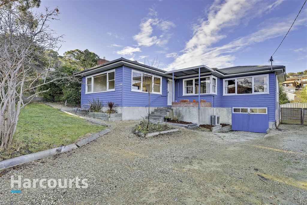 Classic 50s Weatherboard, Level with Views!