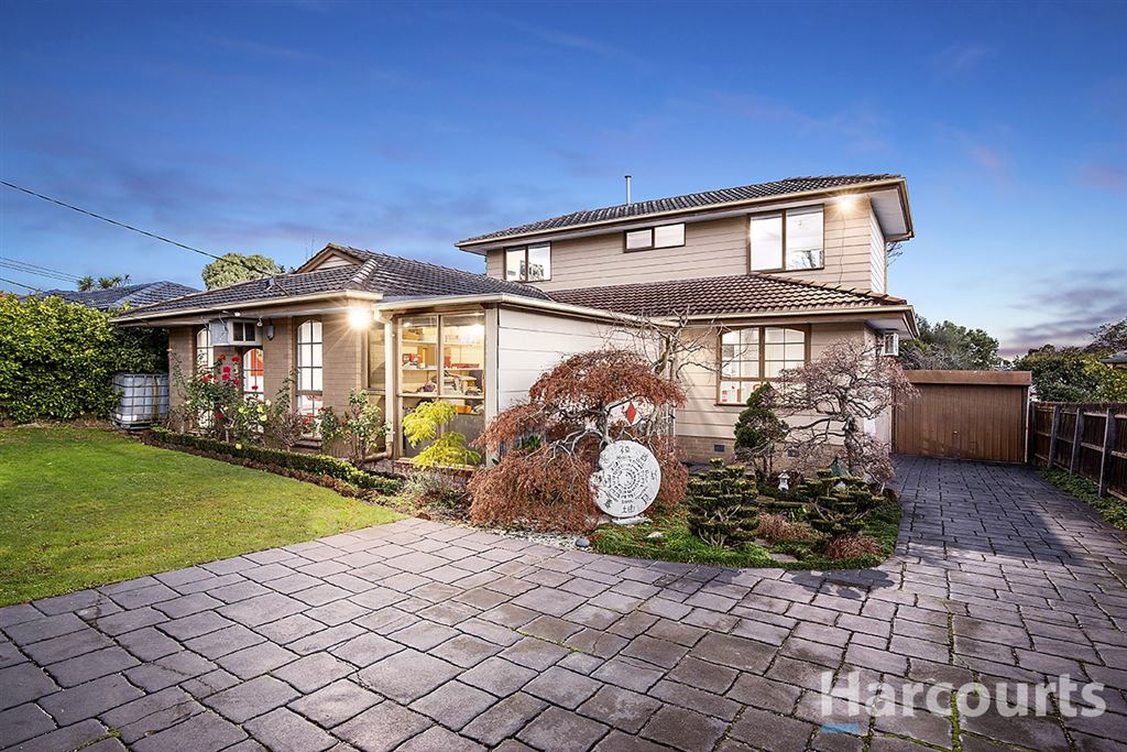 Large Family Home Plus Bungalow!