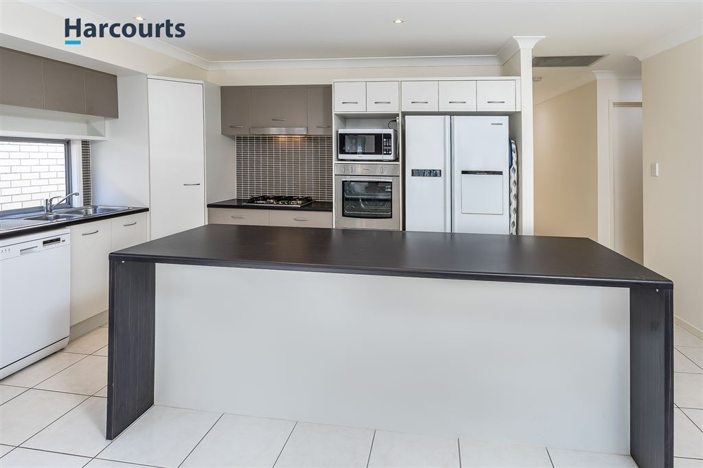 3 bed, ducted air, huge living - MUST SEE