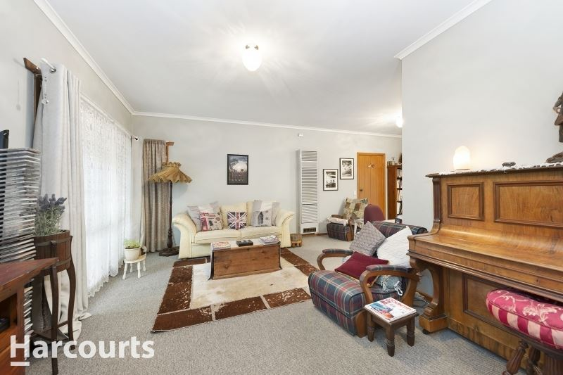 Immaculate Townhouse in the 2nd Block From Sturt Street
