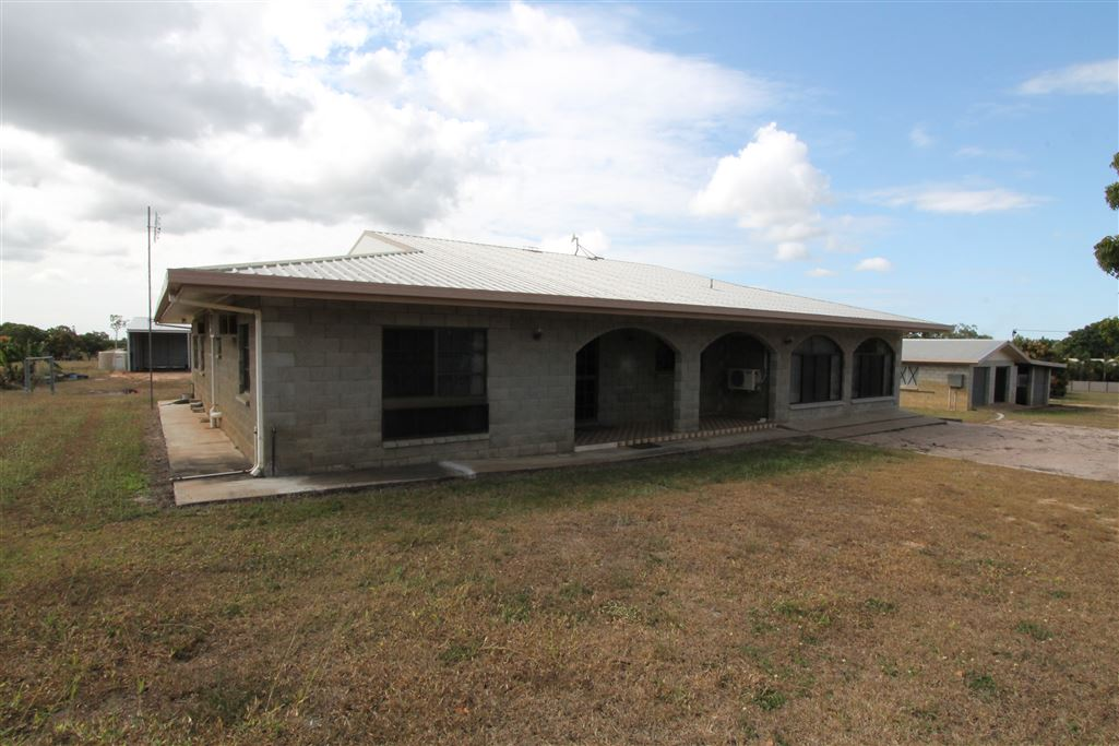 Income Potential Acreage Property at Mount Kelly