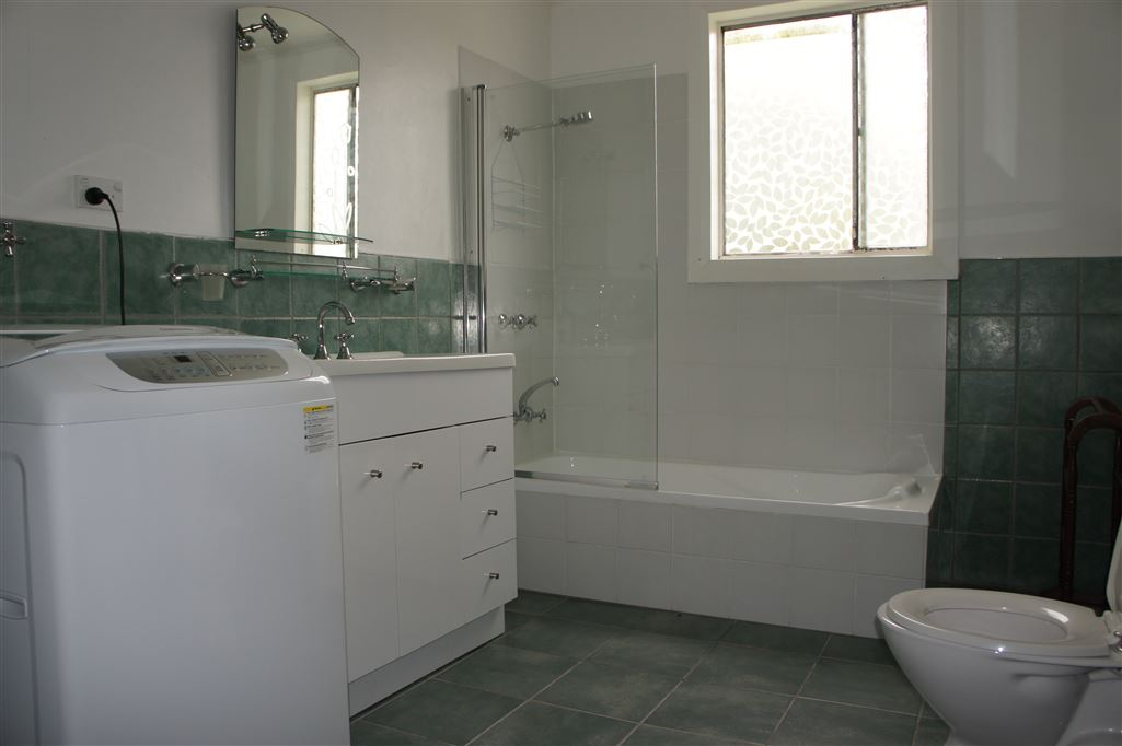 Bathroom/Laundry/Toilet