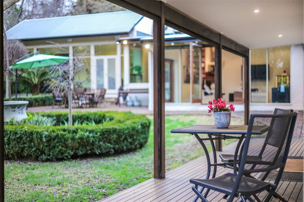 Stone cottage & secret gardens. Share the spoils on 2400sqm