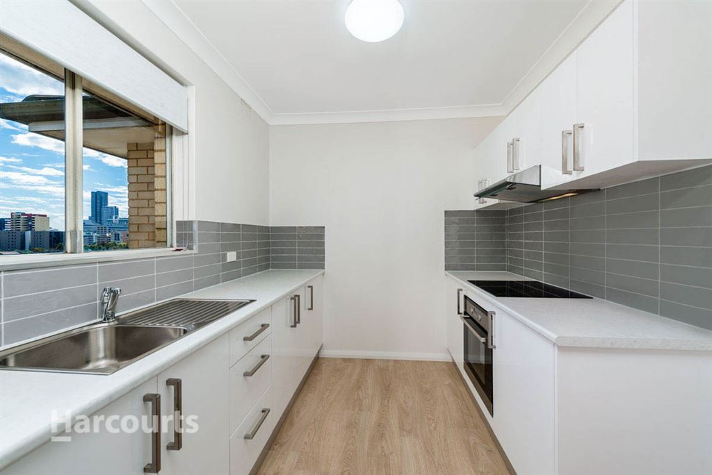 Fully Renovated Unit in Ultra-Convenient Location