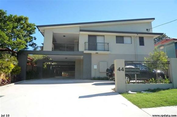 Spacious Townhouse in Zillmere with Pool!