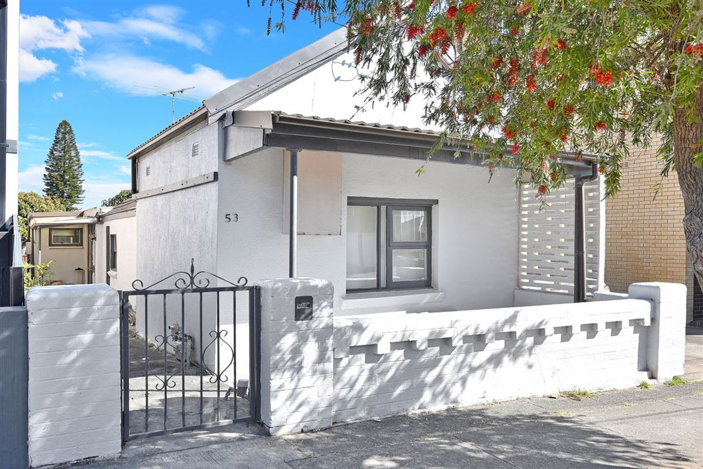 Renovated home, walk to shops!