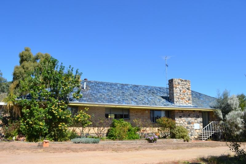 Amazing Views and Solid Family Homestead (115ha)