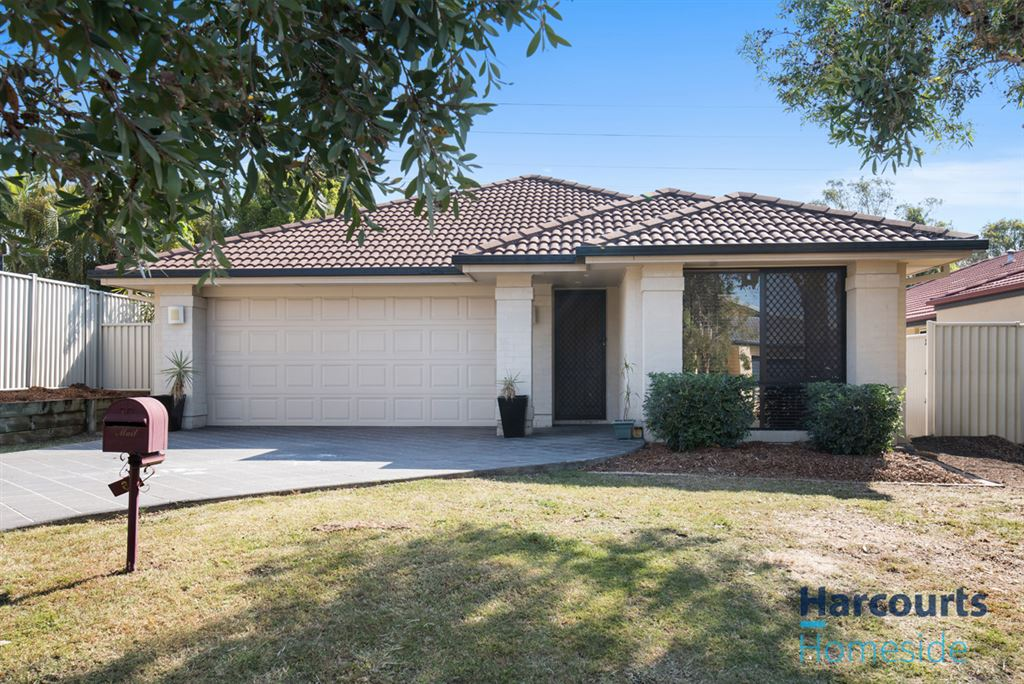 Single level family living in Carindale