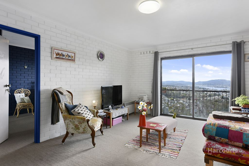 Sunny, City Fringe Apartment Offering Endless Views