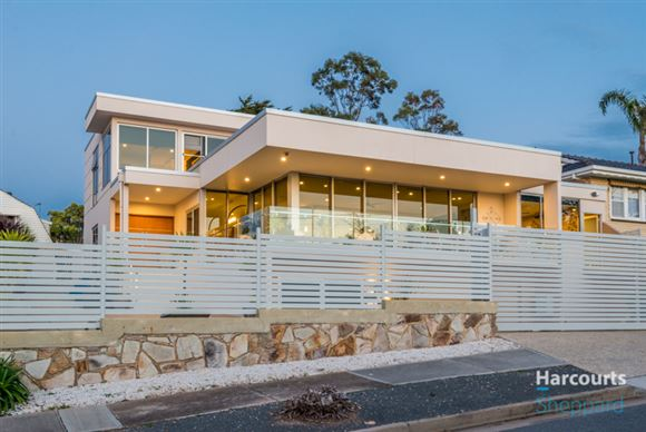 Luxurious Lifestyle With Ocean Views!!