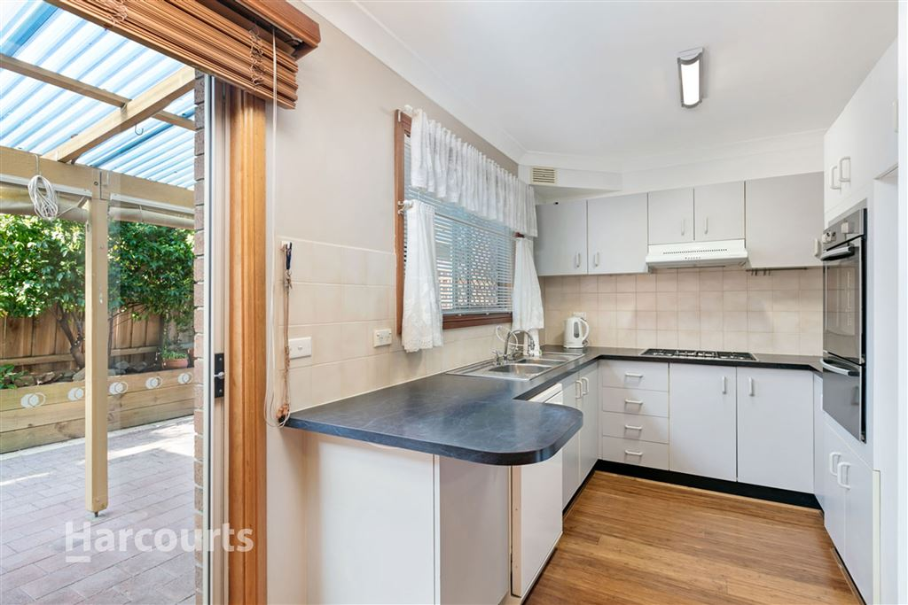 Quality Townhouse in Ultra-Convenient Location