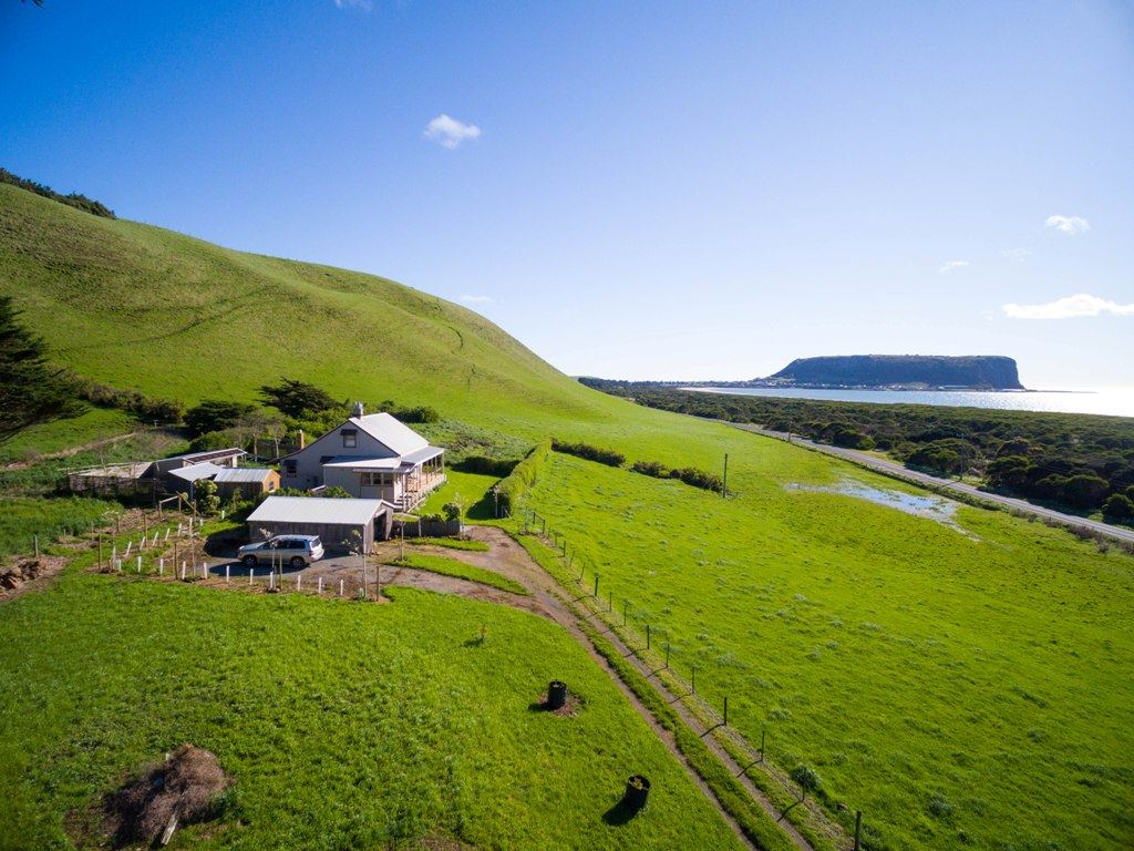 'Green Hills' with ocean views and income!