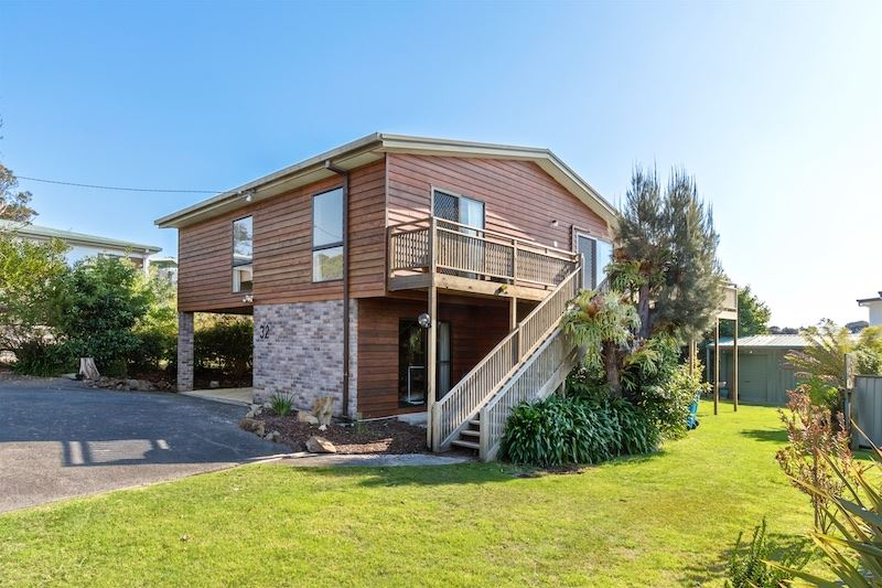 Taroona's Coastal Lifestyle with Extra Income Options