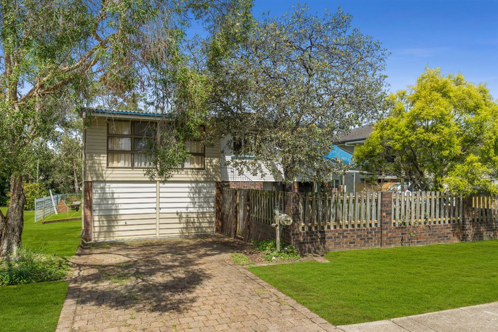 Big opportunity, Great family home sitting on 607M2 LMR site