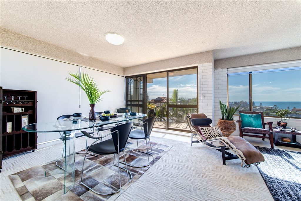 Great Sized Apartment- Ocean Views- Exclusive Use Courtyard!