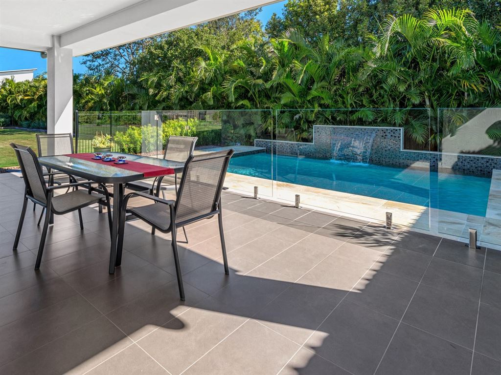 Entertain Your Friends This Christmas By The Pool!