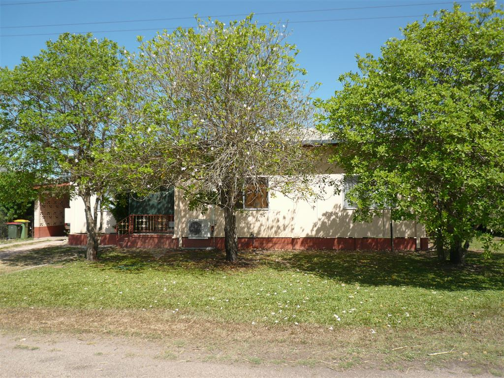 3 Bedroom Home Outskirts of Town