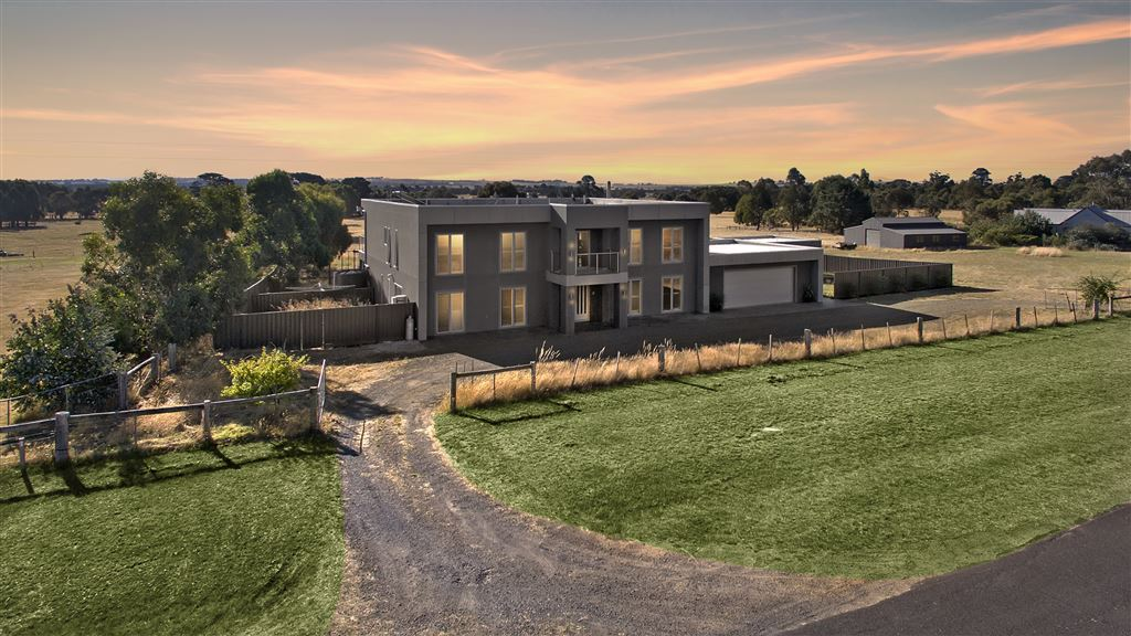Luxury Family Living Set On Approximately 7.4 Acres