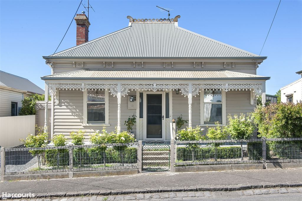 The Prettiest of Victorians in the Heart of Town