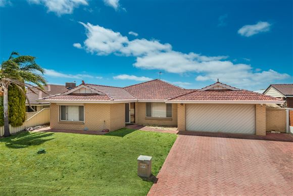 5 Bedrooms, Huge Pool & King Sized Shed !!