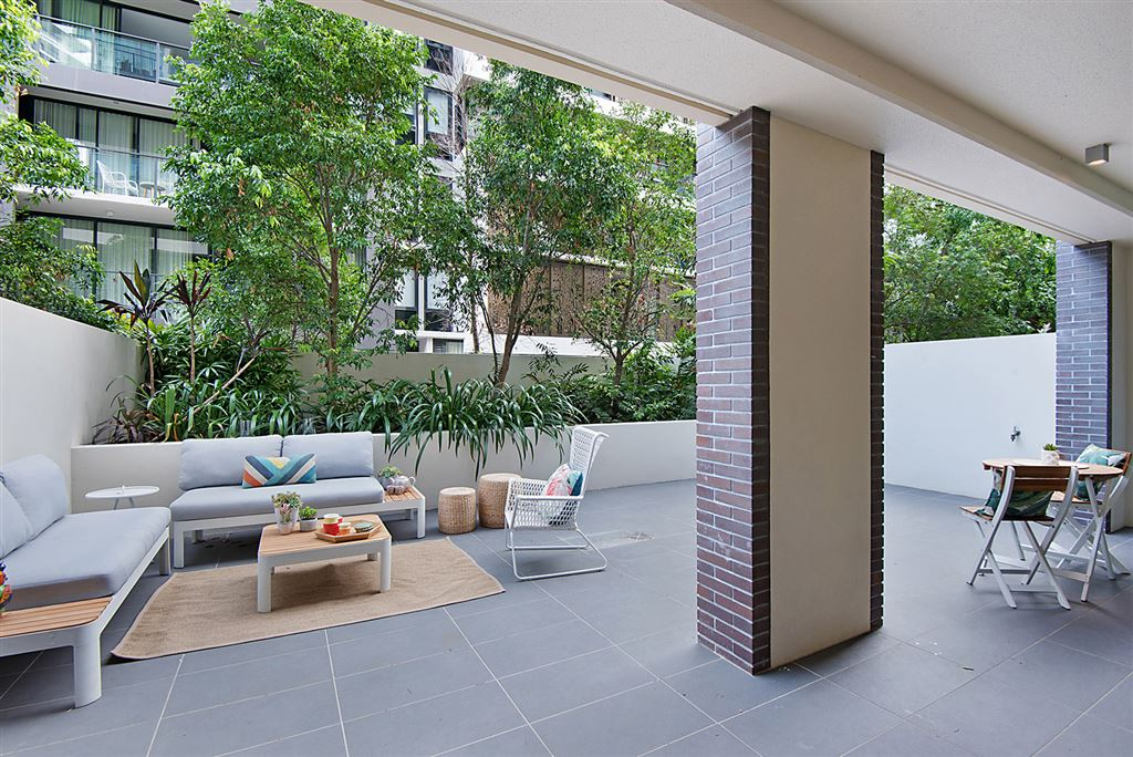 2Bed 2Bath Apartment with Large Courtyard