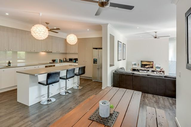 Amazing Family Beach Style Home In Quiet Street