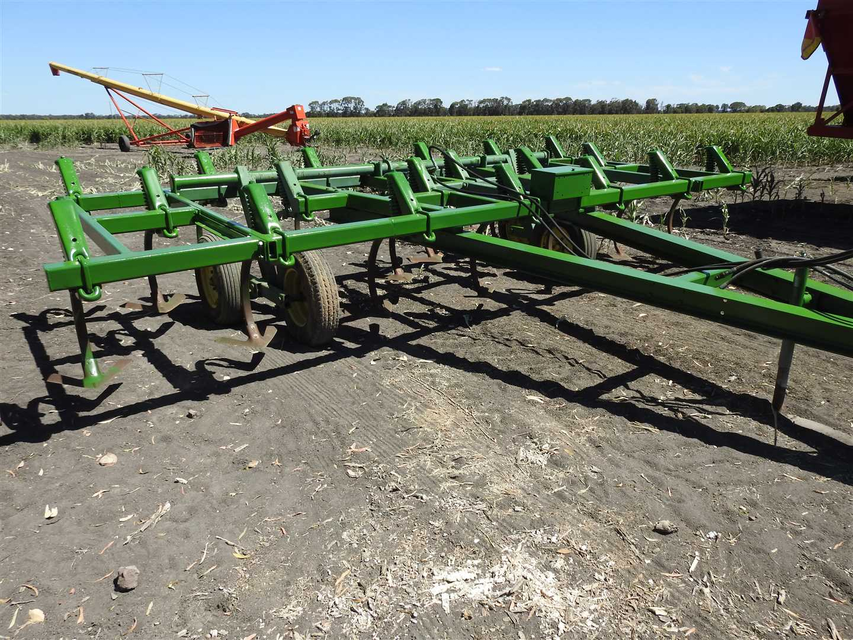 JD 1610 Chisel plow.  5.5m, in good order