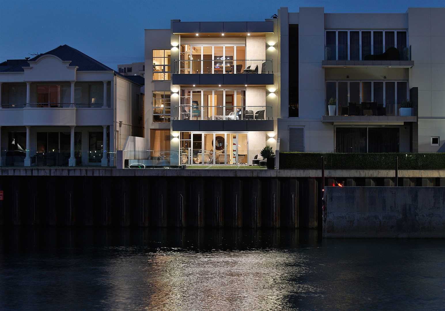 Breathtaking Modern Masterpiece-Direct Marina Outlook