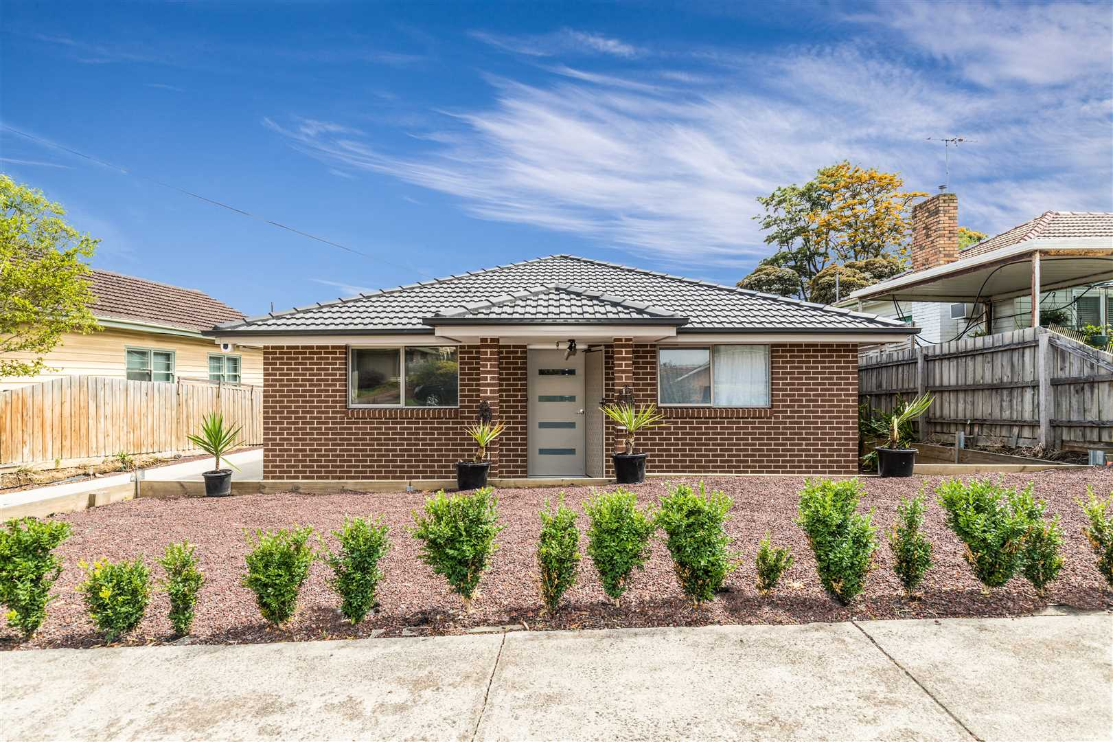 Occupancy permit ready High yield investment-5 Min to Deakin