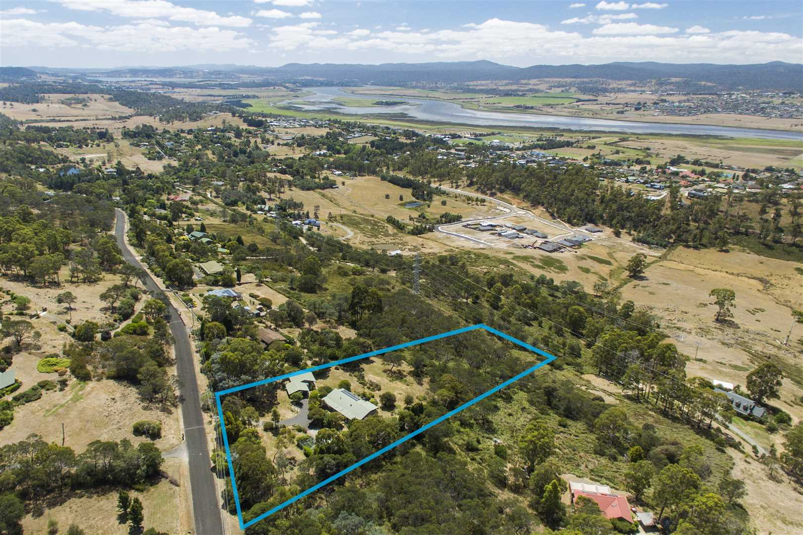 Private on 3 Acres - 10 minutes from Launceston CBD