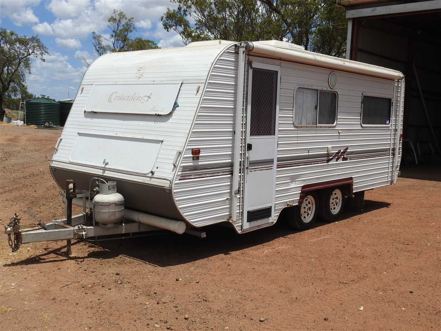 OUTSIDE VENDOR 2000 Monarch Crusader Carava, 20ft,  will have roadworthy by sale day.