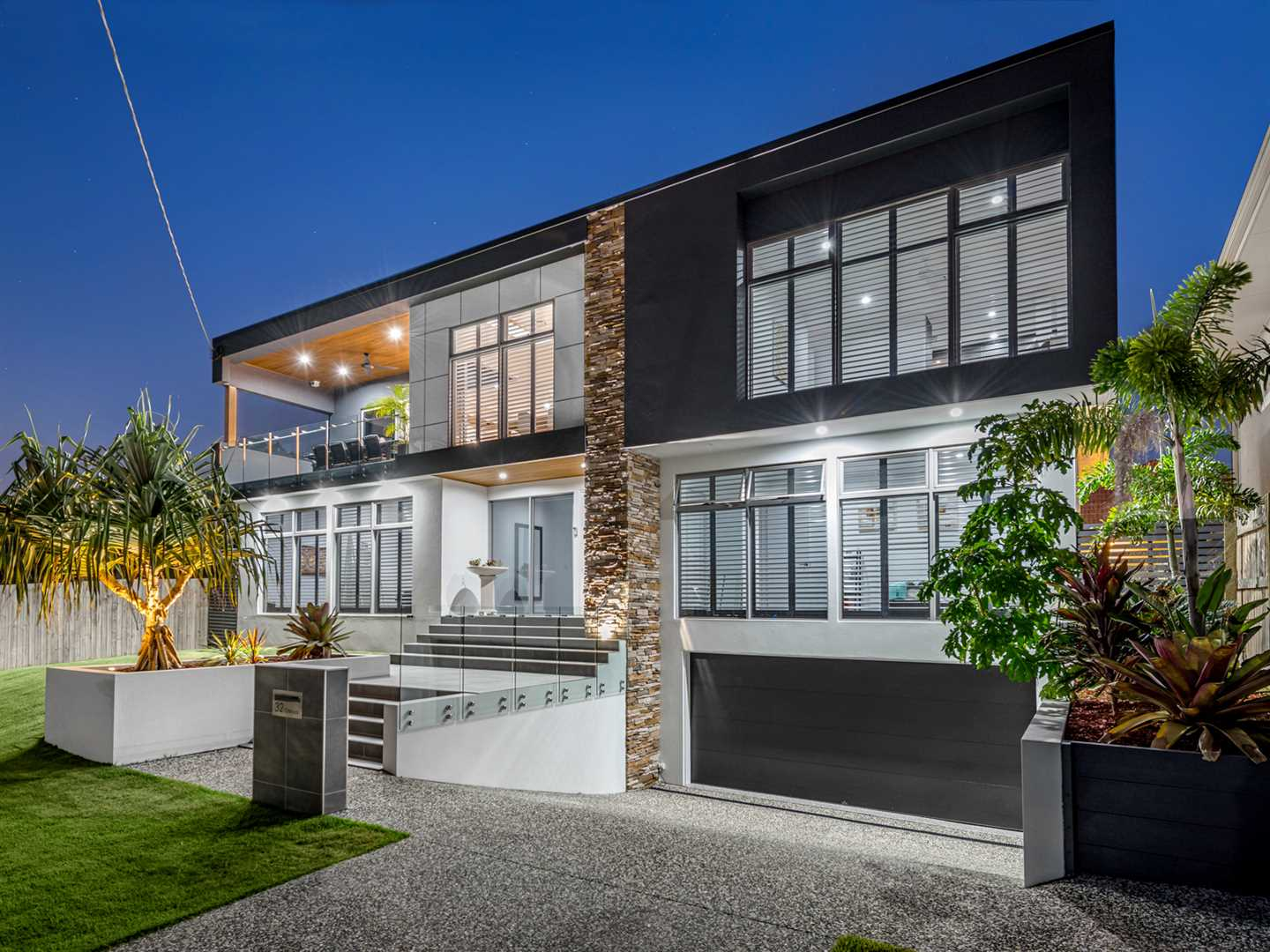 Commanding Contemporary With Unrivalled Views