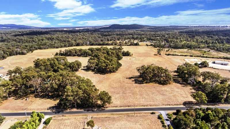 25 Acres ( 10.41 ha) Quality Pasture