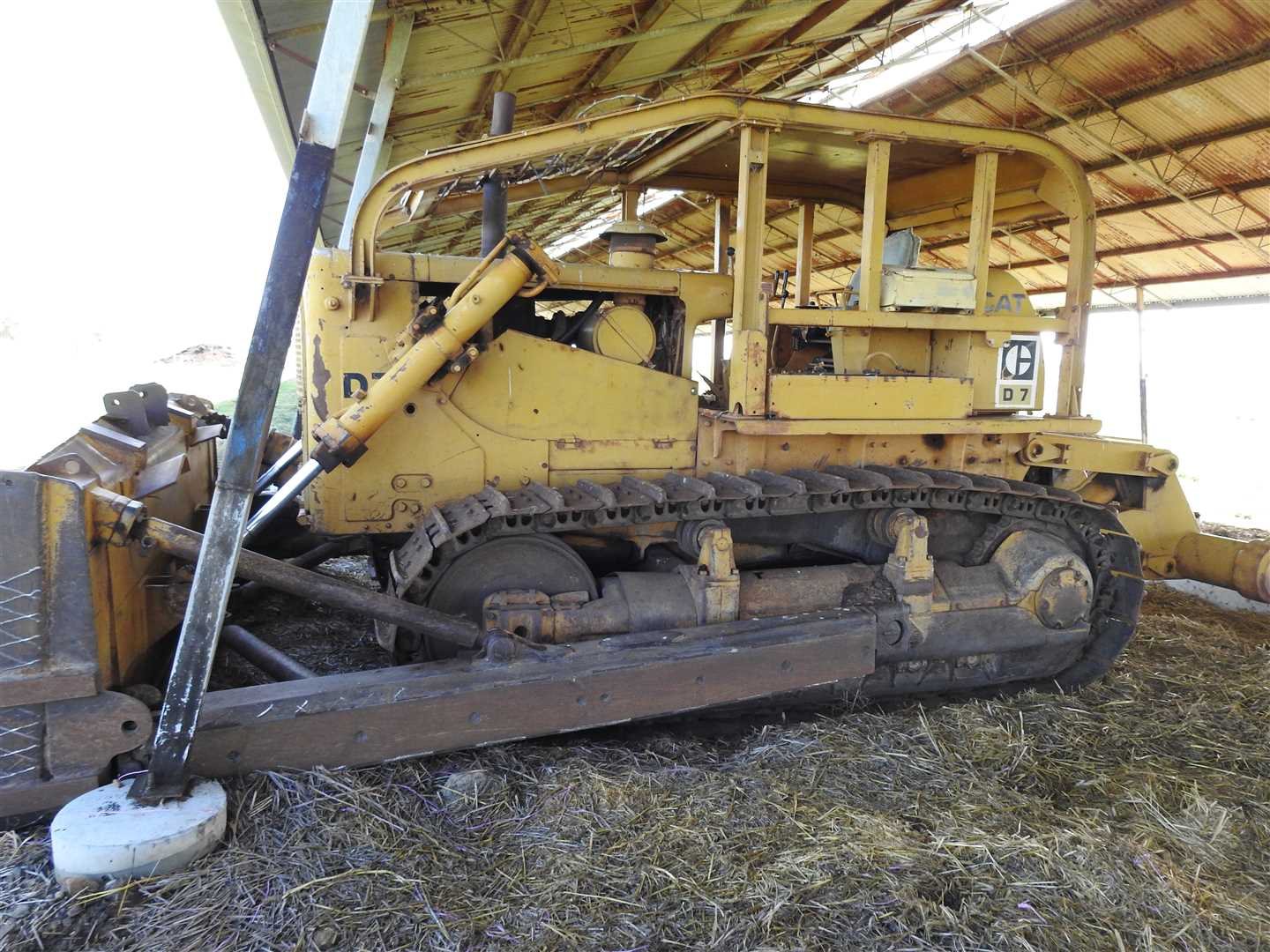 D7 F; s/n 92E1717 Powershift, bull tilt blade, CAT parallelogram ripper