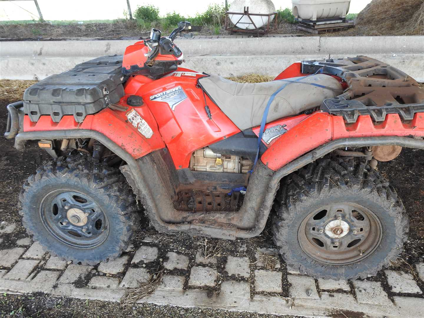 Polaris Sportsmasn 550  4 wheell bike. <1000km, toolbox fitted on front