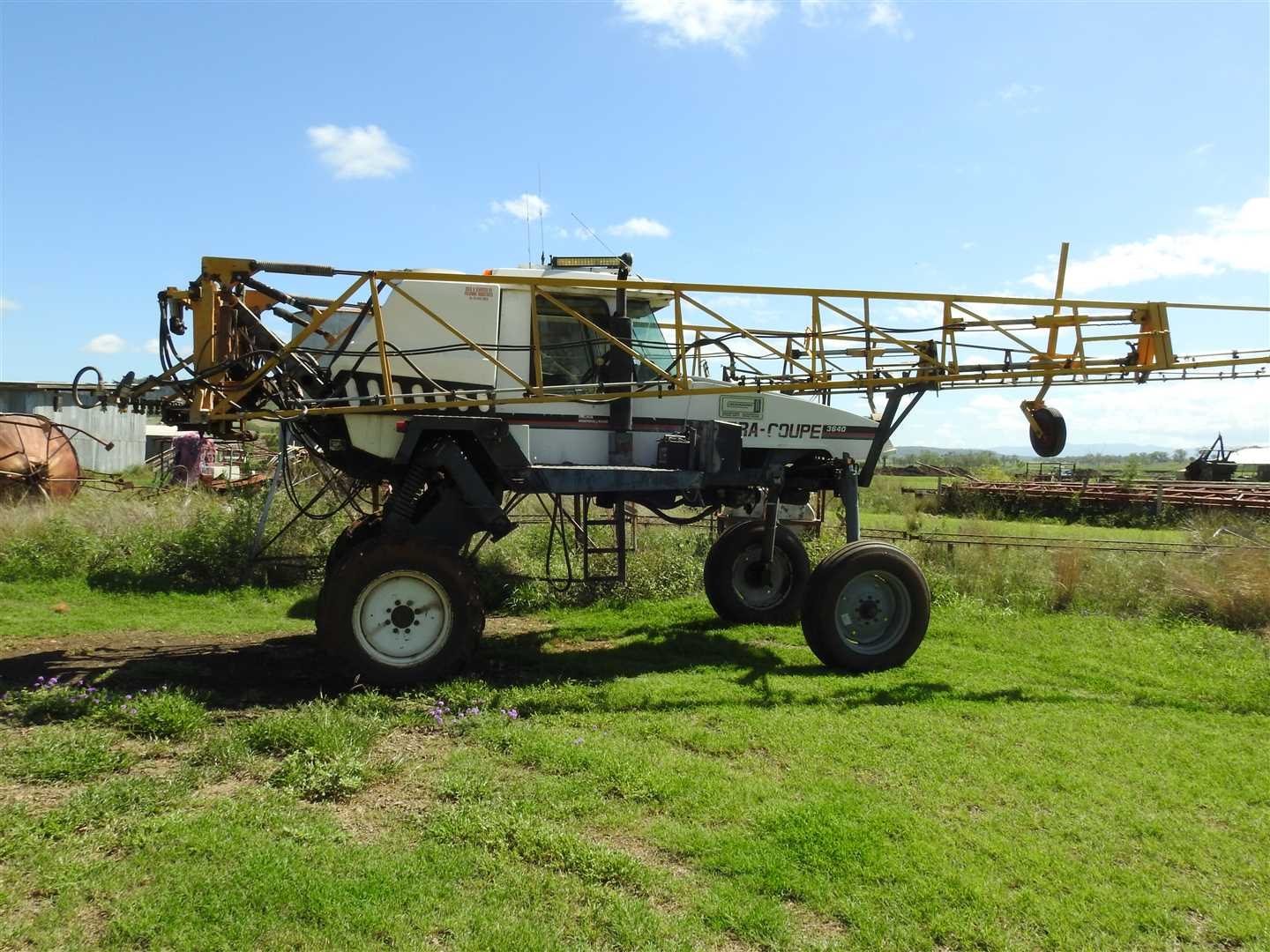 Spray Coupe  3640  s/n 207911444 24m boom, 1500litre spray tank,  approx 6000 hrs, main drive uni joints recently renewed.